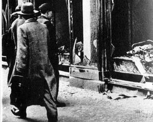 För 81 år sedan inträffade Kristallnatten. Natten mellan 9 och 10 november förstörde nazister tusentals judiska synagogor och butiker. Foto: FLT-PICA
