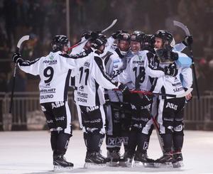 Daniel Berlin och SAIK vann mot Hammarby i fjärde semifinalen och tvingade fram en femte och avgörande hemma i Göransson Arena på söndag. Bild: Sören Andersson/TT
