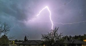När ett åskoväder drar in är det säkrast att vara i en byggnad, enligt professor Vernon Cooray.Bild: Henrik Nyblad
