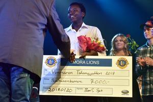 Tusse Chiza fick ta emot priset på sjutusen kronor.