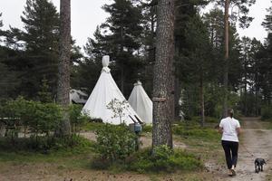 På före detta campingen finns nu tio tipi-tält, men det finns fortfarande möjlighet att ställa upp egen husvagn eller tälta på annan plats vid anläggningen.