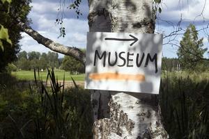Hans Limbus Tjörneryd har aldrig bett om lov att inrätta ett museum. Han bara kör, och ingen stoppar honom. Bra där, kommunen och golfklubben.