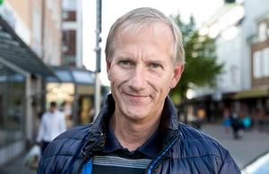 Gösta Bergström, som driver V-Com, siktar mot en lyckad dag på Garvarns torg.