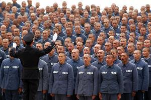 Kina kan tänka sig att visa upp fångar som sjunger i kör, men knappast de som är slavarbetare.
