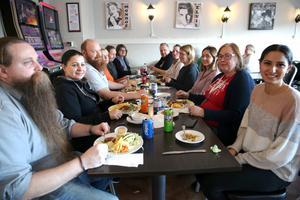 Råhni Ak jobbar på Socialtjänsten i Orsa. Hela kontoret  kom till Amore för att vara med i insamlingen till Australien.