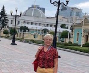 Redo för val. Monica Green är på plats i Ukraina för att observera valet nu på söndag.
