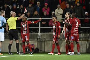 Hopcutt missade straff och Gero fick rött kort på tilläggstid i mötet på Jämtkraft Arena i fjol. Foto: Robert Henriksson/TT