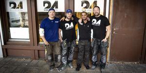 Fyra av de sex som är anställda i Gym24 och som nu inreder ny lokal, David Hoffner, Peter Forslund, Sami Mehenna och ägaren Tony Svensson.