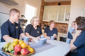 Ett syfte med mötena på Väddö vård är att diskutera hur kunderna mår mellan olika yrkesgrupper.