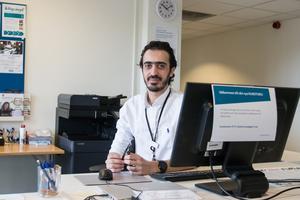 """""""Ovissheten är jobbigast för våran del. Vad kommer att hända och när"""" säger Nabil Alfaji på arbetsförmedlingen i Fagersta."""