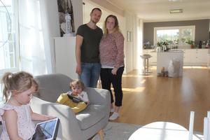 Kristofer och Ida Alexis med sina barn Elia och Milian.
