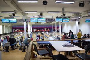 Det var välfyllt i bowlinghallen på höstlovet.