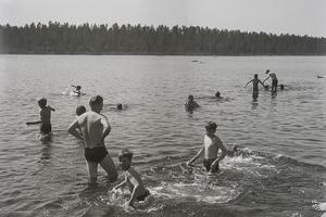 Sandtjärn i Sveg för 50 år sedan. Känner ni igen någon på bilden?Foto: TH:s arkiv