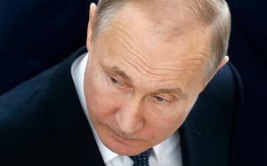 I en ny rapport påpekar Must, Sveriges militära underrättelse- och säkerhetstjänst att Ryssland under Vladimir Putin inte räds att använda militära medel för att uppnå sina politiska mål. Foto: Maxim Shipenkov/AP Photo