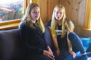 Lisa Hedman och Indra Björke Lundberg på sommarlov i Lillvallen.