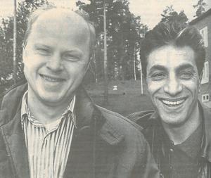 Stig Henriksson och partikollegan Shiro Biranvand efter valet 1994. Ett val som för partiet gick bra, men där Socialdemokraterna åter tog makten med egen majoritet i kommunen.