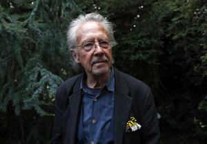 Peter Handke är årets kontroversiella Nobelpristagare i litteratur. Foto: Francois Mori/AP