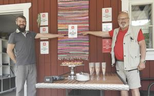 Gimårastens entreprenör Kamil Czyzykowski och M Sveriges Vägombud Stig-Björn Sundell.