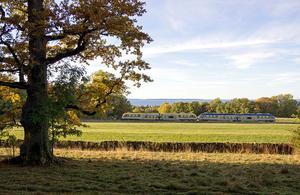 Planera att semestra med tåg i stället för flyg för klimatet, tipsar WWF. Foto: Markus Tellerup
