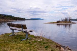 Lofsdalssjön är populärt bland sommarturister, att fiska i. Risken är att turismen minskar, om turistbyråerna måste stänga. Det skriver kommunens näringslivsavdelning i en konsekvensanalys.