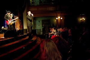 Weeping willows på Gamla teaterns scen. Foto: Jonas Herjeby