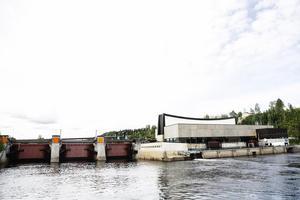 Ett stort överskott på Sollefteåforsens kraftverk gör att kommunen håller näsan över vattenytan, menar oppositionsrådet Åsa Sjödén (S). Foto: Arkiv