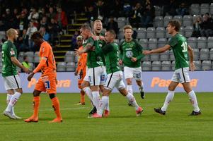 J-Södra jublar efter ett av lagets fyra mål mot Varberg.