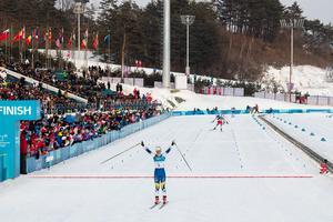 Charlotte Kalla inledde OS med en solklar seger framför Marit Björgen. Foto: Joel Marklund (Bildbyrån).