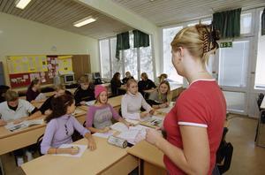Lärarna är grunden till alla jobb som går att ha, och just därför tycker jag att de ska ha en högre lön, skriver insändaren.