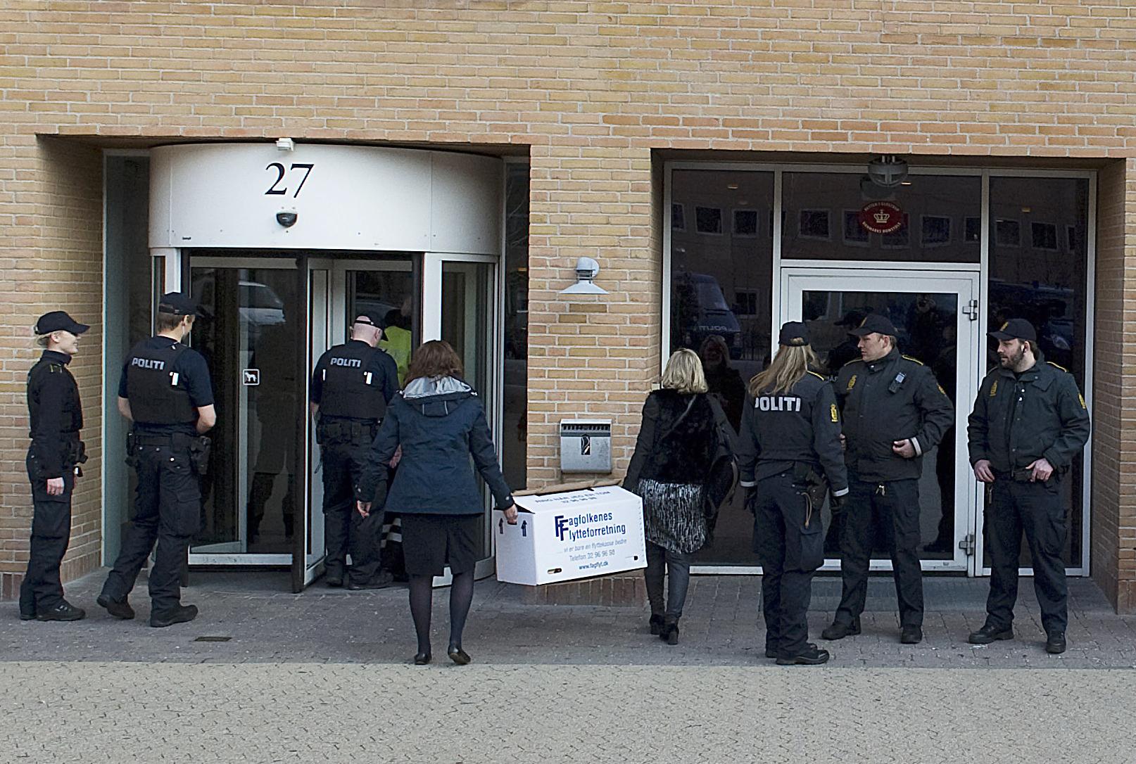 Fyra poliser misstankta for tjanstefel under toppmotet