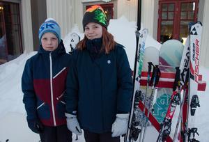 Det är bra tryck i skidbackarna den här veckan när den första sportlovsveckan är igång. Erik Benderius och systern Vilma Benderius från Jönköping är vana besökare på Vemdalsskalet då familjen har ett hus där.