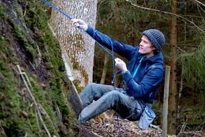 John Bernhardsson är en van klättrare, både inomhus och utomhus. I Gislaved är det dock främst inomhusklättring, så kallad bouldering, som inledningsvis är aktuellt. Foto: Per Bernardson
