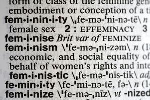 """Diggar du inte orden """"feminism"""" eller """"kvinnodag"""", så skippa dem. Men låt oss bit för bit riva de strukturer som skapar onödigt små boxar för både kvinnor, män och hen, skriver tio företrädare för Miljöpartiet. Foto: Peter Morgan, TT."""
