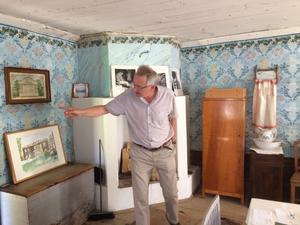Rengsjö hembygdsförenings ordförande Göran Bratt berättade om Västerby och de olika historiska föremål som finns bevarade de gamla husen.