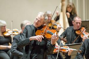 Göran Fröst, på viola, har tillsammans med brodern Martin Fröst komponerat ett av verken som framfördes på konserten i torsdags.