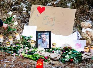 Efter mordet på Ali Jafari blev brottsplatsen också en minnesplats. Många lämnade blommor för att visa sin sorg och saknad.