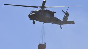 Helikoptrarna kunde med hjälp av hemvärnets personal tankas utan att behöva lämna branden i Älvdalen.