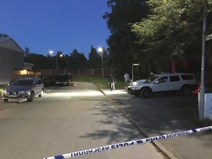 Polisens tekniker arbetade till sent på lördagsnatten den 19 maj för att säkra spår efter Lena Wesströms mördare. Arkivfoto.