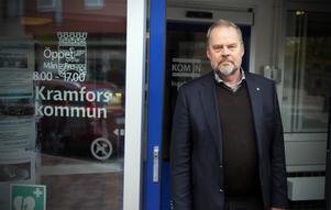 Jan Sahlén, socialdemokratiskt kommunalråd i Kramfors upprörs över hur andra kommuner exporterar de socialt utsatta till Kramfors och andra glesbygdskommuner.