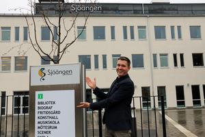 """Daniel Eriksson, scenkonstchef för Sjöängen, blir även chef för den nya kultur- och evenemangsavdelningen som kommunstyrelsen beslutat om. """"Det är en kraftsamling för kulturen, konsten, barnen, ungdomarna och Sjöängen som kommer att skapa bättre förutsättningar för att bedriva verksamhet inom vårt område"""" säger han i ett pressmeddelande.Foto: Tove Svensson/Arkiv"""