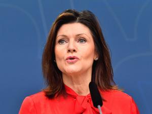 Arbetsmarknadsminister Eva Nordmark (S) på måndagsmorgonens presskonferens. Bild: Jonas Ekströmer