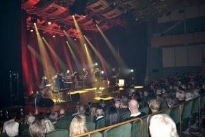 Kör och ståbas efterlyses av recensenten till söndagens konsert med Weeping Willows. Bild: Kjell Jansson.