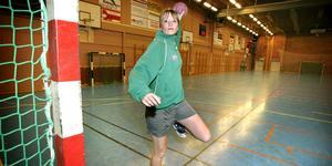 Trots alla skador lyckades Johanna Jansson etablera sig i elitserien och göra A-landslagsdebut innan hon hunnit fylla 22.