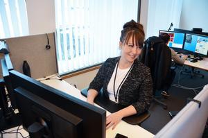 Emma Halvarsson arbetar på Bolagsverket och är specialist på att avslöja och ta reda på vem som är ett företags riktiga huvudman.
