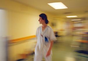 Bristen på sjuksköterskor är idag sjukvårdens enskilt största problem, skriver insändarna.