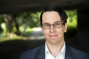 Johnny Skalin, riksdagsledamot och ordförande i Sverigedemokraternas partidistrikt, vill inte svara på några frågor.