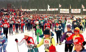 Starten har just gått för den tionde TjejVasan 1998.