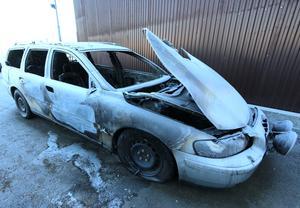 Efter att branden släckts kördes Jan-Eriks bil till Rejmes i Hallsberg. Där står den i väntan på att skrotas.
