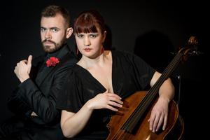 Cellon är flitigt återkommande i årets festival. Kristin Malmborg och Henrik Berg  använder den till flamenco och tango. Pressbild.