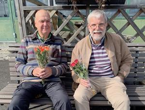 På bilden ser vi Björn Hansson och Ove Eriksson i Östersundslaget med segerbuketter. Foto Solbritt Eidenby